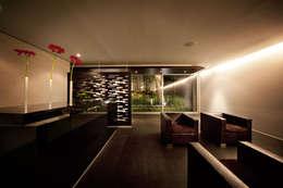 Projekty,  Salon zaprojektowane przez grupoarquitectura
