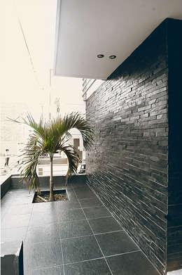 Maisons de style de style Classique par Oficina Suramericana De Arquitectura