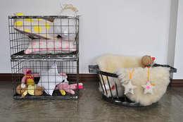 Jugueteros: Dormitorios infantiles  de estilo  por TRIZZ