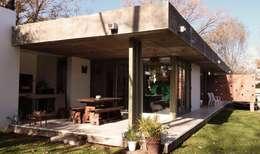 Projekty, nowoczesne Domy zaprojektowane przez punto2