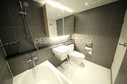 화이트 & 우드, 햇빛이 많이 들어오는 정남향의 따스한 아파트: 디자인 멜로 (design mellow)의  화장실