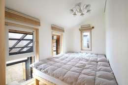 회현리 주택: 위드하임의  침실