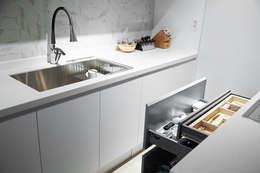 압구정 한양아파트: 샐러드보울 디자인 스튜디오의  주방