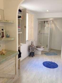 Ванная комната в . Автор – Balear de Reformas y Servicios Integrales 2012 S.L.
