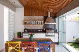 Espaço Gourmet: Cozinhas ecléticas por Moran e Anders Arquitetura
