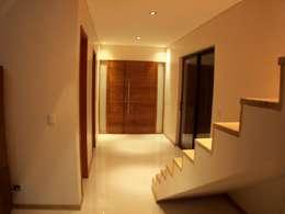 casa Jaime- Don Torcuato- Buenos Aires: Pasillos y recibidores de estilo  por Arq.Rubén Orlando Sosa