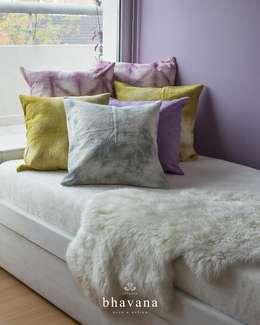 Cama con cátre: Dormitorios de estilo rústico por Bhavana