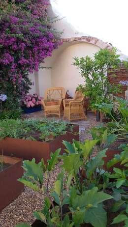 Jardines de estilo ecléctico por Irati Paisajismo