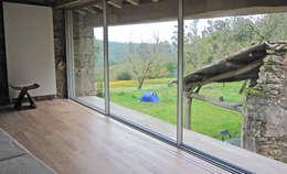 Habitaciones de estilo rural por Ezcurra e Ouzande arquitectura