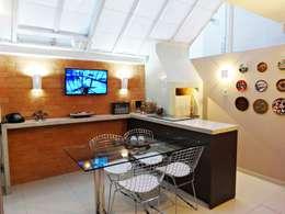 Espaço Gourmet: Salas de jantar modernas por Camila Feriato