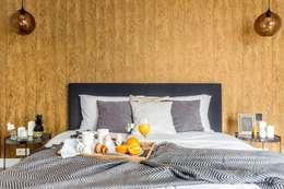 Zaskakujące połączenie stylów : styl , w kategorii Sypialnia zaprojektowany przez Decoroom
