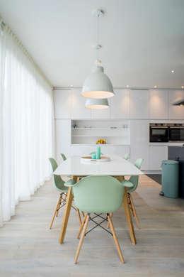 I and Y residency: moderne Eetkamer door Diego Alonso designs