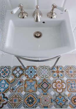 Banheiros ecléticos por Loft Factory