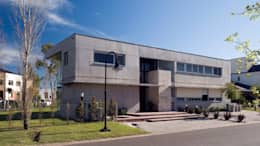 Vista hacia el acceso: Casas de estilo moderno por JV&ARQS Asociados