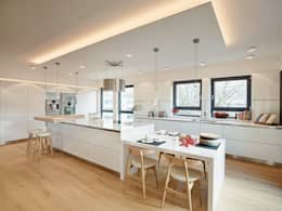 Cocinas de estilo moderno de HONEYandSPICE innenarchitektur + design