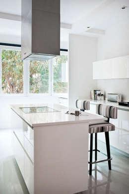 modern Kitchen by IN DESIGN Studio