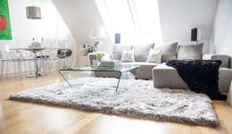 modern Living room by onloom GmbH