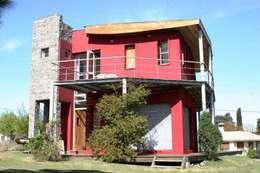 Casa Pampillo: Casas de estilo moderno por AyC Arquitectura