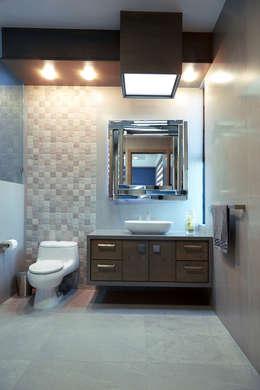 Baños de estilo minimalista por arketipo-taller de arquitectura