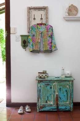 Recibidor: Hogar de estilo  por La Florinda