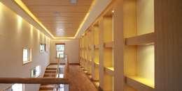 하늘과 직선의 매력이 합해진 집 [양평 명달리]: 윤성하우징의  서재 & 사무실