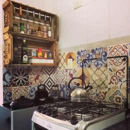 Cocinas de estilo moderno por Decoralis
