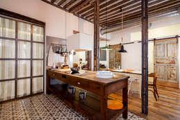 Cuisine de style de style Rustique par The Sibarist Property & Homes