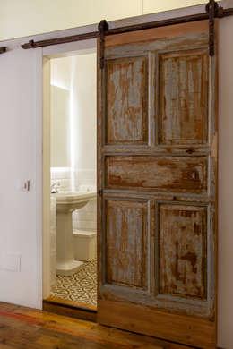 Деревянные двери в . Автор – The Sibarist Property & Homes