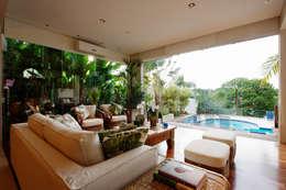 Livings de estilo moderno por Régua Arquitetura
