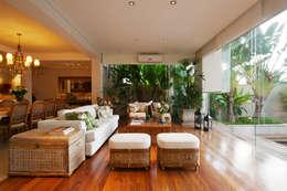 Régua Arquitetura: modern tarz Oturma Odası