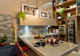 Sarau Arquitetura: modern tarz Yemek Odası