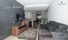 Apartamento ML: Salas de estar minimalistas por Rafael Grantham Arquitetura