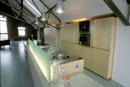 Loft K: Cuisine de style de style Moderne par Architektenburo Jef Van Oevelen