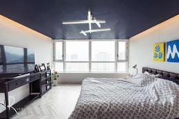 mediterranean Bedroom by 로하디자인