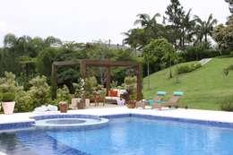 modern Pool by Gordeeff Arquitetos Associados