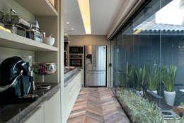 modern Kitchen by Sandro Jasnievez Arquitetura