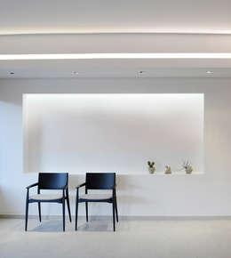Oceania: Salas / recibidores de estilo moderno por Design Group Latinamerica