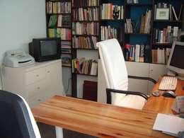 Diseño de Mobiliario: Estudios y oficinas de estilo moderno por Vgomezgrun