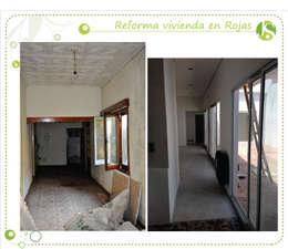 Pasillos, vestíbulos y escaleras de estilo  por Jimena Serradell