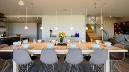 Comedores de estilo moderno por Perfect Stays