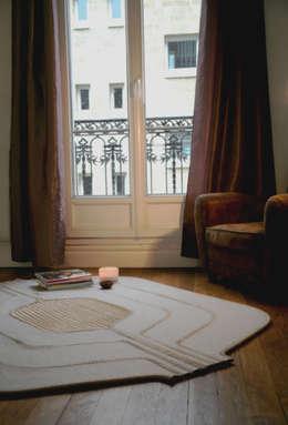 Ilot: Salon de style de style Moderne par marine hunot design studio