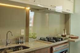 Cocinas de estilo moderno por StudioM4 Arquitetura