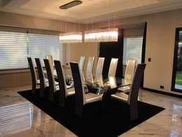 CASA GLAMOUR: Comedores de estilo ecléctico por BIANCHI ARQUITECTURA INTERIOR