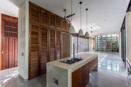 Nhà bếp by Taller Estilo Arquitectura