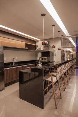 Projekty,  Kuchnia zaprojektowane przez Heloisa Titan Arquitetura