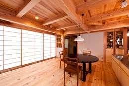 asian Living room by AMI ENVIRONMENT DESIGN/アミ環境デザイン