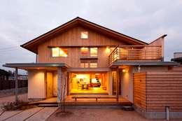 asiatische Häuser von AMI ENVIRONMENT DESIGN/アミ環境デザイン