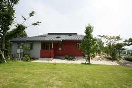 asian Houses by AMI ENVIRONMENT DESIGN/アミ環境デザイン