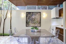 Comedor de estilo  por Aonze Arquitetura