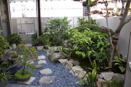 Jardines de estilo asiático por 庭園空間ラボ teienkuukan Labo